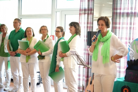 Moderatorin Erika Wilke - Sauerwein präsentierte die Songs souverän © Fotostudio Birgit von Ritter Zahony