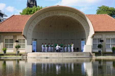Unser Chor in auf der Bühne© Claudia Dimmer